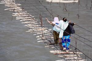 hussaini-bridge-hunza-pakistan-amazing-picture